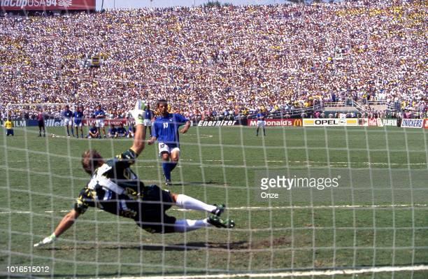 1dbf9b8b2aa Roberto Baggio of Italy and Claudio Taffarel of Brazil during the 1994 FIFA  World Cup final