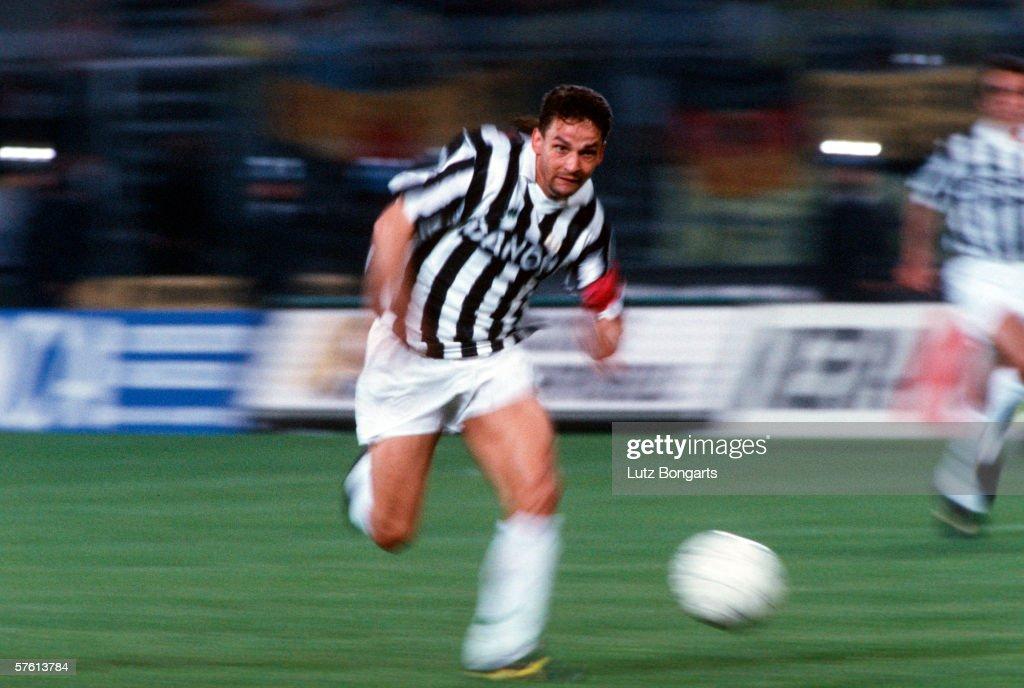 Uefa Cup Final match between Juventus Turin v Borussia Dortmund : ニュース写真