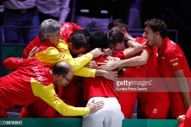 Roberto Bautista Agut of Spain celebrates the victory with the Team during the final match against Felix AugerAliassime of Canada during the Day 7 of...