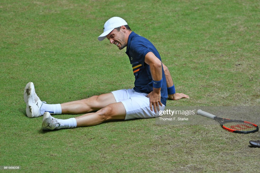 Roberto Bautista Agut of Spain reacts after picking up an injury in his half final match against Borna Coric of Croatia during day six of the Gerry Weber Open at Gerry Weber Stadium on June 23, 2018 in Halle, Germany.