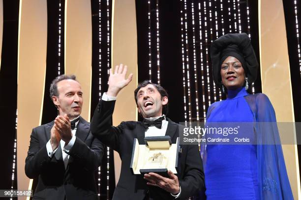 Roberto Benigni and Jury member Khadja Nin stand by as actor Marcello Fonte receives the Best Actor award for his role in 'Dogman' on stage during...