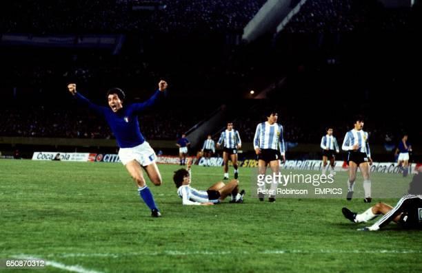 Roberto Bettega celebrates as he scores Italy's winning goal past Argentina goalkeeper Ubaldo Fillol