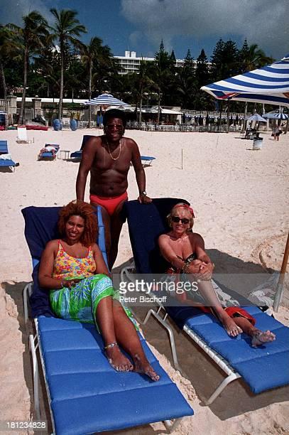 Roberto Blanco Ehefrau Mireille Tochter Patricia Urlaub Bermudas/Karibik Frau Familie Sonne Srand Sonnenliegen Badehose Sonnenbrille Palmen...