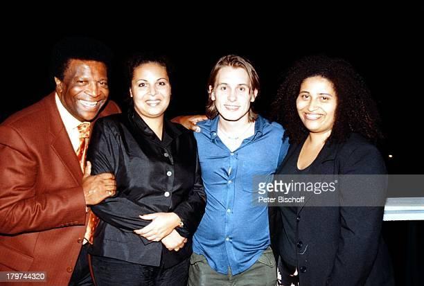 Roberto Blanco mit Ehefrau Mireille undTöchter Mercedes und Patricia und MarkOwen Rom/Italien Urlaub Familie