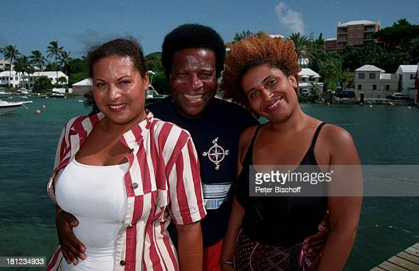 Roberto Blanco Töchter Patricia und Mercedes Urlaub Bermudas/Karibik Tochter Familie Sonne Palmen Meer umarmen PNr1998/603