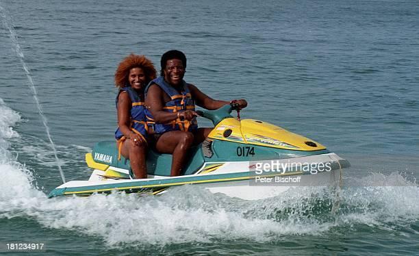 Roberto Blanco Tochter Patricia Urlaub Bermudas/Karibik Tochter Meer Sonne JetSki Schwimmweste fahren Wellen Familie PNr1998/603