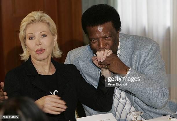 Roberto Blanco Ute Henriette Ohoven Pressekonferenz zu einer Benefizveranstaltung des E C K H A R T W I T Z I G M A N N Palazzo zugunsten der ZNS H a...