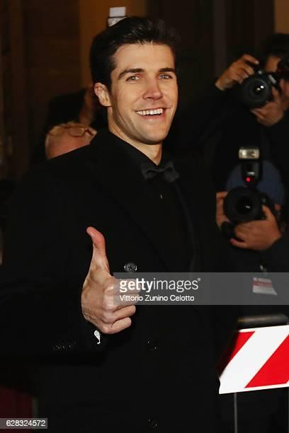 Roberto Bolle arrives at the Teatro alla Scala Season 2016/17 opening at Teatro Alla Scala on December 7 2016 in Milan Italy