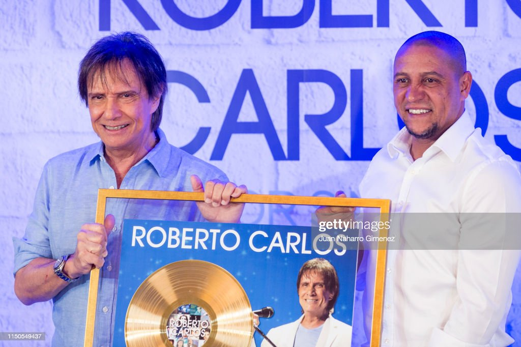 ESP: Roberto Carlos Receives A Commemorative Recognition For His Career