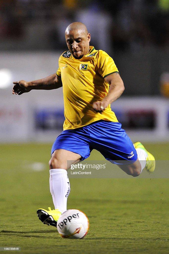 Roberto Carlos controls Team the of ball  Brazilian during