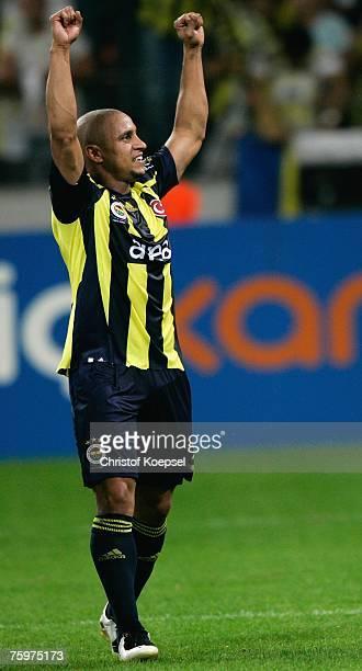Roberto Carlos of Fenerbahce celebrates winning 21 the Sueper Kupa Cup match between Fenerbahce SK and Besiktas JK at the Rhein Energie stadium on...