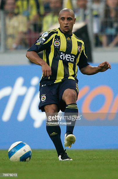 Roberto Carlos of Fenerbahce runs with the ball during the Sueper Kupa Cup match between Fenerbahce SK and Besiktas JK at the Rhein Energie stadium...