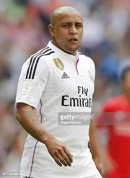Roberto Carlos of Real Madrid Leyendas looks on during the Corazon Classic charity match between Real Madrid Leyendas and Liverpool Legends at...