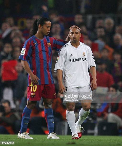 Roberto Carlos of Real Madrid walks off consoled by Ronaldinho of Barcelona after getting the red card during a Primera Liga match between Barcelona...