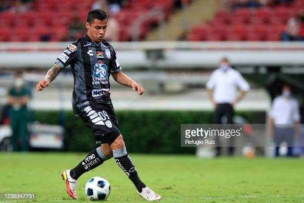 Roberto de la Rosa of Pachuca drives the ball during the 9th round match between Chivas and Pachuca as part of the Torneo Grita Mexico A21 Liga MX at...