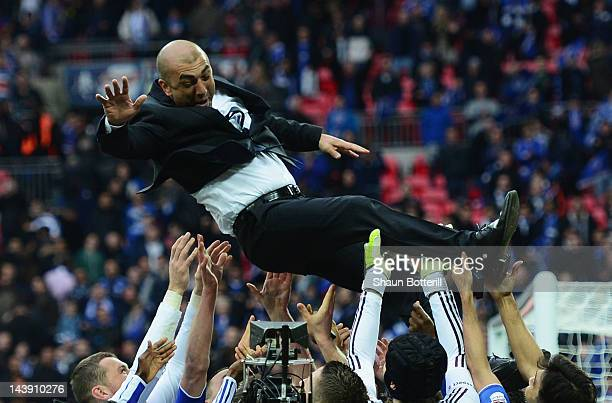 Roberto Di Matteo caretaker manager of Chelsea is lifted by his players during the FA Cup with Budweiser Final match between Liverpool and Chelsea at...