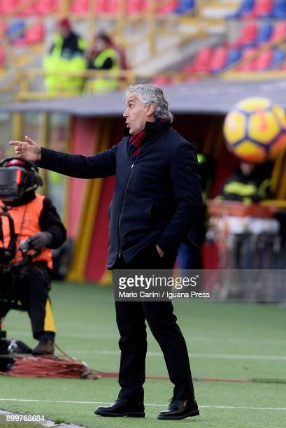 Roberto Donadoni head coach of Bologna FC gestures during the serie A match between Bologna FC and Udinese Calcio at Stadio Renato Dall'Ara on...