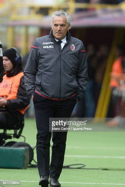 Roberto Donadoni head coach of Bologna FC looks on during the serie A match between Bologna FC and Hellas Verona FC at Stadio Renato Dall'Ara on...