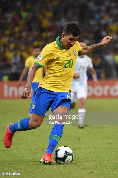 Roberto Firmino of Brasil dribbles the ball during the Copa America Brazil 2019 Semi Final match between Brazil and Argentina at Mineirao Stadium on...