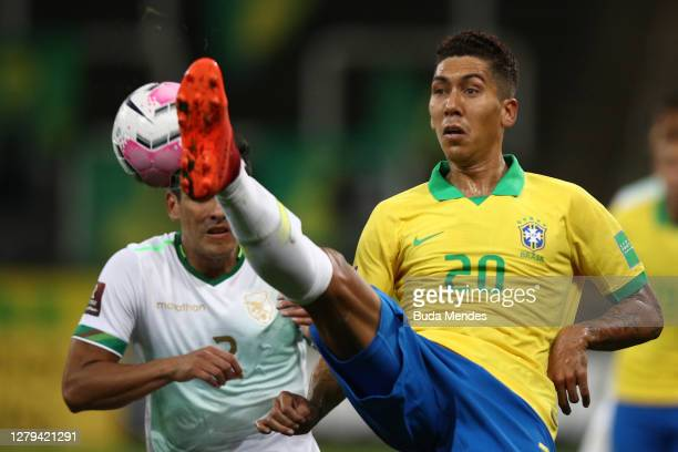 Roberto Firmino of Brazil controls the ball during a match between Brazil and Bolivia as part of South American Qualifiers for Qatar 2022 at Neo...