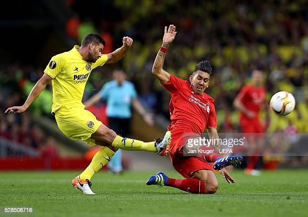 Roberto Firmino of Liverpool battles with Mateo Musacchio of Villarreal during the UEFA Europa League Semi Final second leg match between Liverpool...