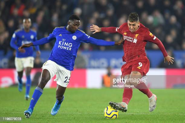 Roberto Firmino of Liverpool controls the ball under pressure from Wilfred Ndidi of Leicester City during the Premier League match between Leicester...