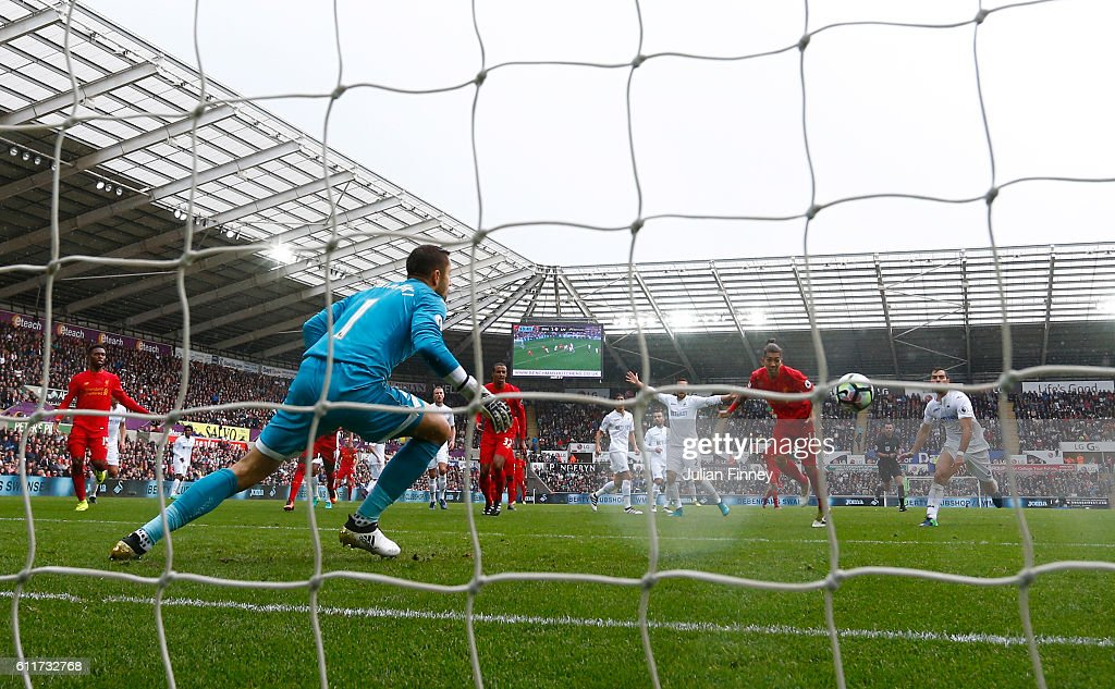 Roberto Firmino of Liverpool scores his sides first goal during the Premier League match between Swansea City and Liverpool at Liberty Stadium on October 1, 2016 in Swansea, Wales.