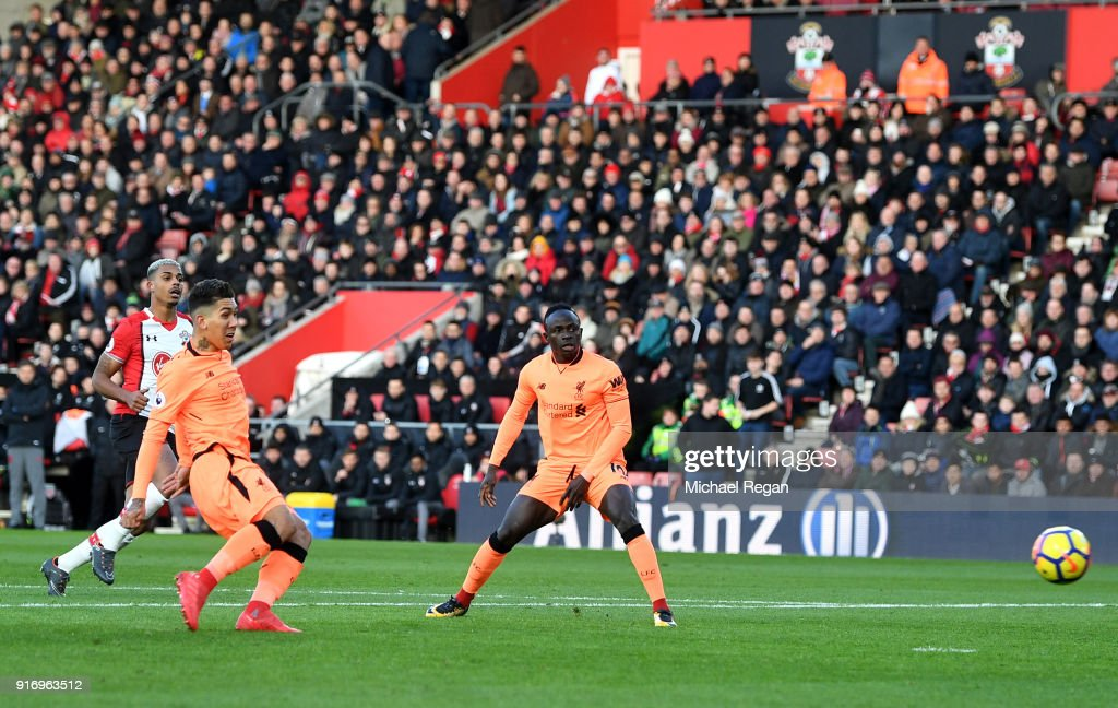Roberto Firmino of Liverpool scores his sides first goal during the Premier League match between Southampton and Liverpool at St Mary's Stadium on February 11, 2018 in Southampton, England.