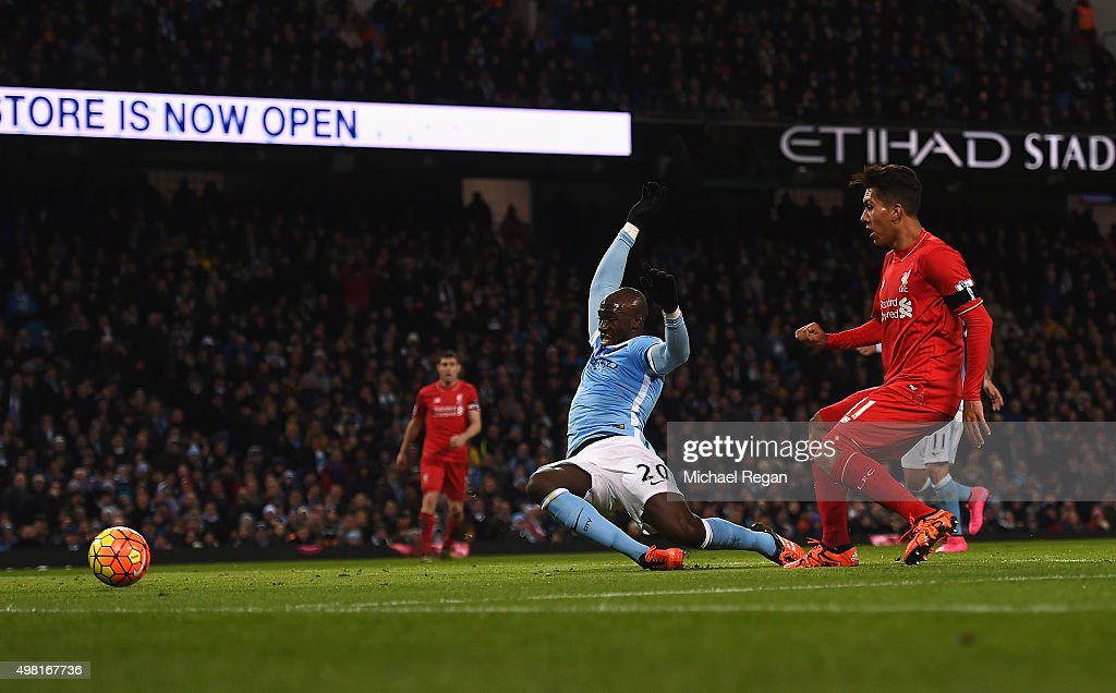 Roberto Firmino of Liverpool scores his team's third goal during the Barclays Premier League match between Manchester City and Liverpool at Etihad Stadium on November 21, 2015 in Manchester, England.