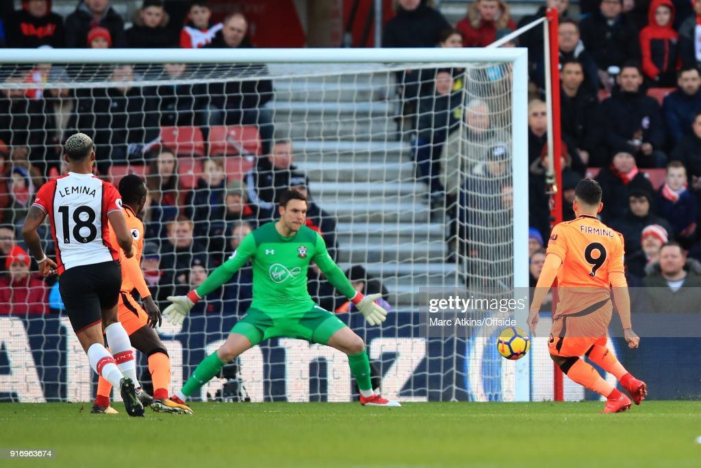 Roberto Firmino of Liverpool scores the opening goal during the Premier League match between Southampton and Liverpool at St Mary's Stadium on February 11, 2018 in Southampton, England.