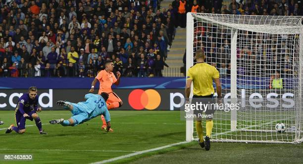 Roberto Firmino of Liverpool scores the opening goal during the UEFA Champions League group E match between NK Maribor and Liverpool FC at Stadion...