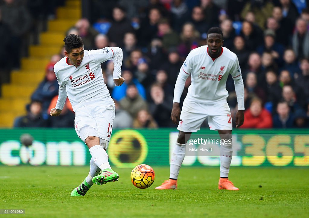 Roberto Firmino of Liverpool (L) scores their first and equalising goal as team mate Divock Origi looks on during the Barclays Premier League match between Crystal Palace and Liverpool at Selhurst Park on March 6, 2016 in London, England.