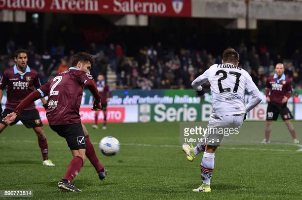 Roberto Floriano of Foggia scores his team's third goal during the Serie B match between US Salernitana and Foggia Calcio at Stadio Arechi on...