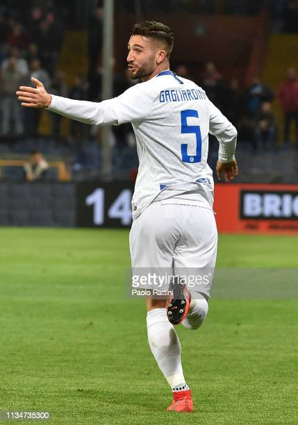 Roberto Gagliardini celebrates after scoring during the Serie A match between Genoa CFC and FC Internazionale at Stadio Luigi Ferraris on April 3...