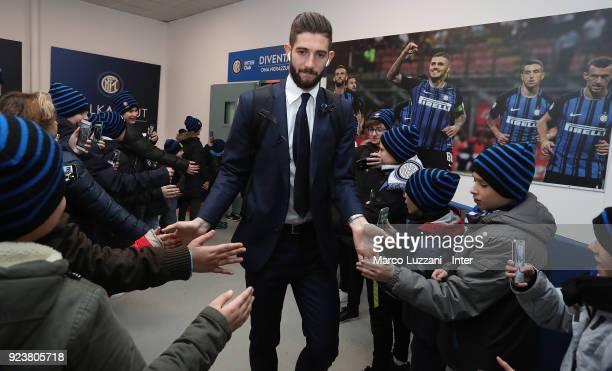 Roberto Gagliardini of FC Internazionale arrives prior to the serie A match between FC Internazionale and Benevento Calcio at Stadio Giuseppe Meazza...