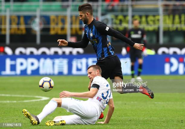 Roberto Gagliardini of FC Internazionale competes for the ball with Hans Hateboer of Atalanta BC during the Serie A match between FC Internazionale...