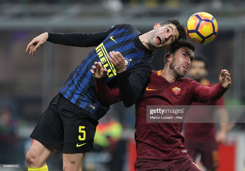 Roberto Gagliardini of FC Internazionale (L) competes for the ball with Kevin Strootman of AS Roma during the Serie A match between FC Internazionale and AS Roma at Stadio Giuseppe Meazza on February 26, 2017 in Milan, Italy.