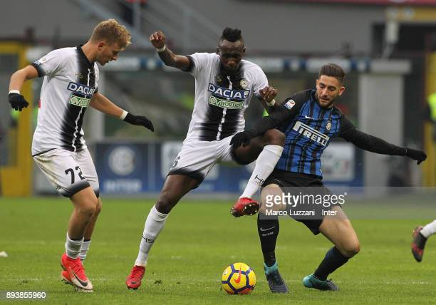 Roberto Gagliardini of FC Internazionale competes for the ball with Seko Fofana of Udinese Calcio during the Serie A match between FC Internazionale...