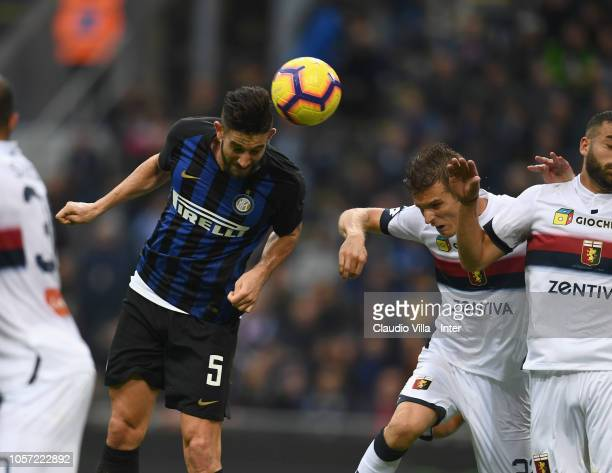Roberto Gagliardini of FC Internazionale in action during the Serie A match between FC Internazionale and Genoa CFC at Stadio Giuseppe Meazza on...