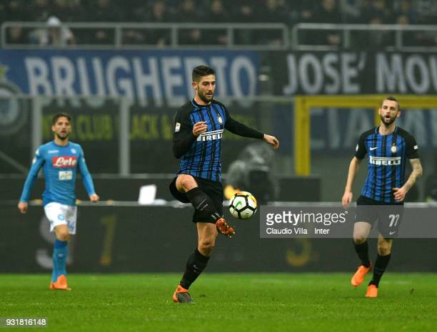 Roberto Gagliardini of FC Internazionale in action during the serie A match between FC Internazionale and SSC Napoli at Stadio Giuseppe Meazza on...