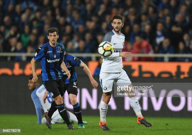 Roberto Gagliardini of FC Internazionale in action during the serie A match between Atalanta BC and FC Internazionale at Stadio Atleti Azzurri...