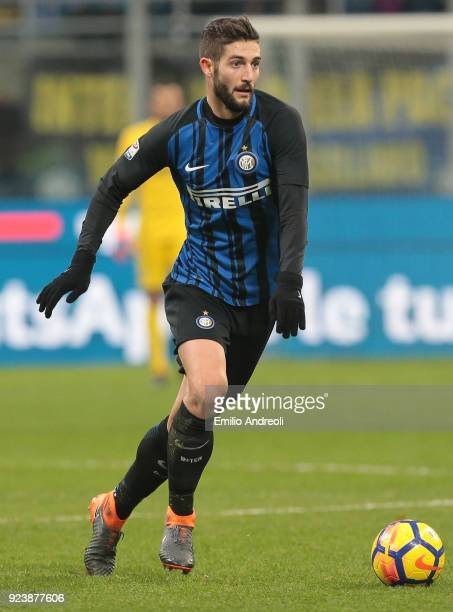 Roberto Gagliardini of FC Internazionale Milano in action during the serie A match between FC Internazionale and Benevento Calcio at Stadio Giuseppe...