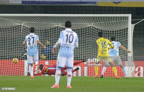 Roberto Inglese of Chievo Verona scores his teams second goal during the Serie A match between AC Chievo Verona and Spal at Stadio Marc'Antonio...