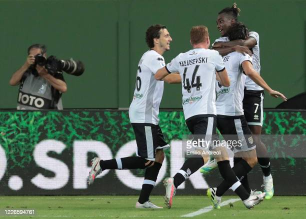 Roberto Inglese of Parma Calcio celebrates his goal with his teammates during the Serie A match between Parma Calcio and Bologna FC at Stadio Ennio...
