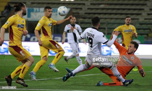 Roberto Insigne of Parma Calcio 1913 misses a chance of goal during the serie B match between Parma Calcio and AS Cittadella at Stadio Ennio Tardini...