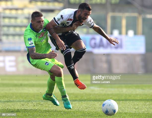 Roberto Insigne of Parma Calcio competes for the ball with Andrea Coda of Pescara during the Serie B match between Parma Calcio v Pescara on October...