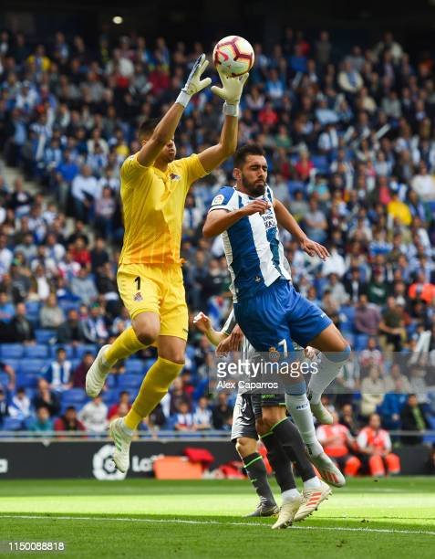 Roberto Jimenez of RCD Espanyol competes for the ball with Geronimo Rulli of Real Sociedad during the La Liga match between RCD Espanyol and Real...