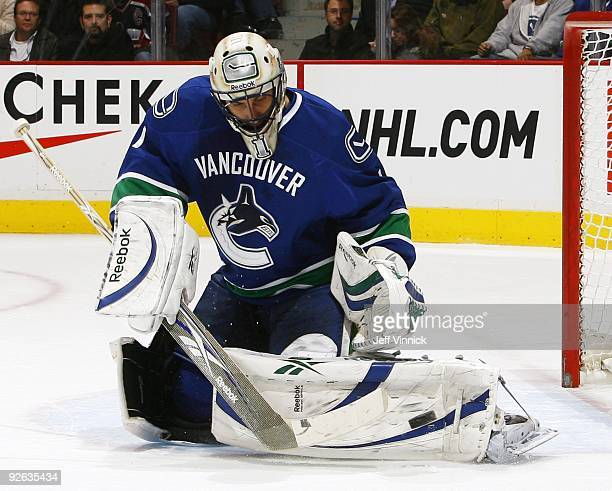 Roberto Luongo of the Vancouver Canucks makes a save during their game against the Detroit Red Wings at General Motors Place on October 27, 2009 in...