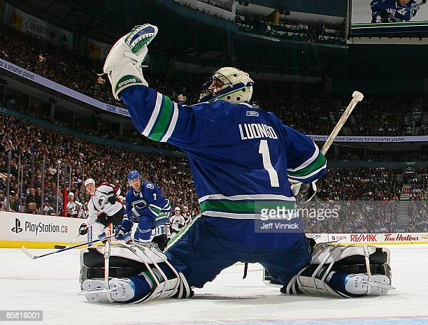 Roberto Luongo of the Vancouver Canucks makes a save off a Colorado Avalanche shot during their game at General Motors Place on April 5, 2009 in...