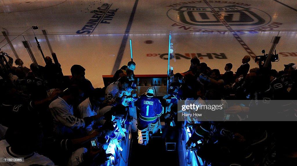 Boston Bruins v Vancouver Canucks - Game One : News Photo